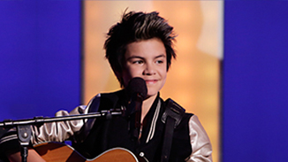 "Shon Burnett performing Justin Bieber's ""All That Matters"" on The Next Star 7 in 2014."
